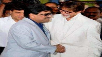Photo of Amitabh Bachchan is rumoured to be with Dawood Ibrahim. Who is in the photo?